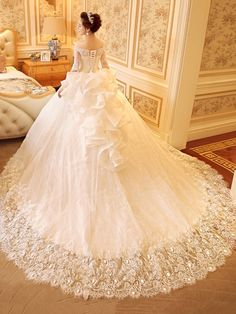 Off-The-Shoulder Ball Gown Half Sleeves Appliques Lace Bridal Gown & discount Wedding Dresses