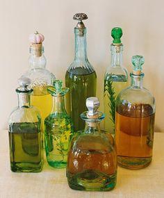 Atualmente os azeites aromatizados estão cada vez mais populares e procurados.É legalter uns vidros na cozinha que além de decorativos é...