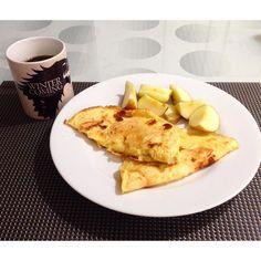 Bom dia de volta pra casa!! Amo minha rotina alimentar estava sentindo falta das minhas comidinhas!! Hoje o café da manhã foi crepioca (2 ovos 2 Cs de tapioca ou polvilho azedo 1 Cs queijo ralado 1 Cs água) coloquei passo a passo no Snap: PALEOTIPS  maçã e café com canela!! #paleo #paleodiet #paleofood #primal #dieta #motivation #organic #realfood #eatclean #saude #eatorganic #amazing #style #sugarfree #fitfood #fitlife #fitness #comeeagacha #healthy #natural #naturalfood #lchf #light…