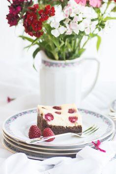 Dieser Kuchen hat alles, was man sich wünscht: Cheesecake, Schoko-Brownie und frische Himbeeren - mein einfaches Rezept für Berry Brownie Cheesecake
