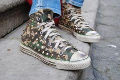 Converse all Star con camouflage con borchie.  Shop Now: http://www.aw-lab.com/shop/marche/converse