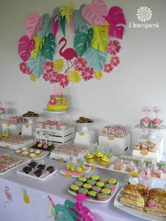 Dimequesi 's Birthday / Flamingos - Photo Gallery at Catch My Party Flamingo Decor, Flamingo Photo, Tropical Girl, Tropical Party, Flamingo Birthday, Hawaiian Theme, Birthday Decorations, Party Time, Birthday Parties