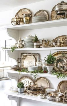 beautiful storage ideas A collection of vintage silver livens up this kitchen and keeps things handy when unexpected guests arrive. Woodworking Logo, Woodworking Joints, Woodworking Furniture, Woodworking Projects, Woodworking Beginner, Woodworking Organization, Intarsia Woodworking, Woodworking Videos, Kitchen Organization