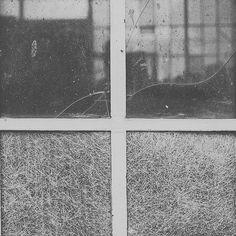 Ventana al taller #blancoynegro #blackandwhite #canon6D #ventana #window #segovia #miguelañez #spain #castillayleon