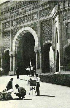 İstanbul Üniversitesi Kapısı Beyazıt, 1964 #istanbul #istanlook #birzamanlar…
