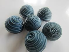 Vintage Buttons - 6 matching novelty domed swirl demin blue buttons, celluloid( sept 146)
