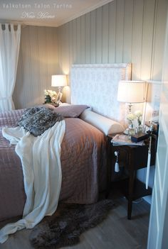 Guest bedroom Cottage, Furniture, Bedrooms, Home Decor, Quartos, Homemade Home Decor, Casa De Campo, Bed Room, Home Furnishings