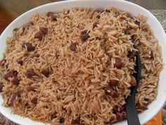 Jamaican Rice and Peas Recipe. I like it with a little ginger in it ♥ Read Recipe by jaishaagard Jamaican Rice, Jamaican Cuisine, Jamaican Dishes, Jamaican Recipes, Oxtail Recipes, Guyanese Recipes, Pea Recipes, Indian Food Recipes, Cooking Recipes