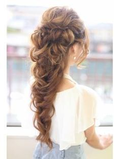 I want this for my wedding. No leaves or flowers... just plain hair, and it's so beautiful!