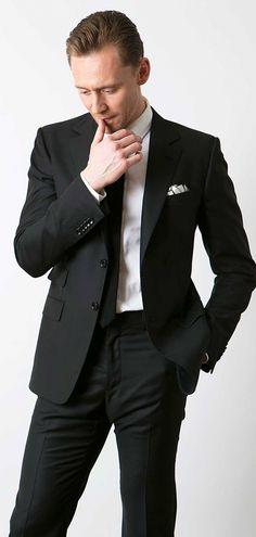 Tom Hiddleston photographed for CinemaCafe.net. Via Torrilla. Full size image: https://i.imgbox.com/e4IB9ucw.jpg