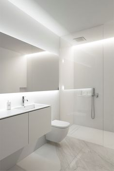 House of the Sun by Fran Silvestre Arquitectos – aasarchitecture Minimalist Bathroom Design, Bathroom Interior Design, Minimalist Home, Modern Bathroom, Interior Decorating, Minimal Bathroom, Wc Design, Toilet Design, House Design