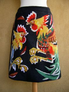 Two Roosters embroidery skirt, upcycled, A-line skirt, cockfight skirt, fully lined, wool skirt, black yellow red, size Medium door LUREaLURE op Etsy