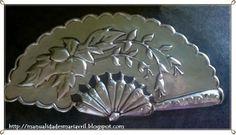 ABANICO DE REPUJADO Metal Crafts, Diy Crafts, Aluminum Foil Art, Metal Worx, Metal Embossing, Metal Working, Pewter, Cool Photos, Silver