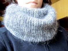 The snood or tube scarf is the trendy accessory of the winter. Of course, we see it everywhere in the shops, but it is also possible to knit a snood yourself. by Audrey Source by Tube Scarf, Cowl Scarf, Easy Knitting, Knitting For Beginners, Cable Knitting, Sewing Scarves, Angora, Headband Pattern, Knitted Poncho