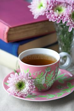 The one beverage that goes well in all seasons is undoubtedly tea. I savor every sip of my tea! Not only is tea aromatic and… Tea Cup Art, My Cup Of Tea, Coffee Love, Coffee Cups, Tea Cups, Café Chocolate, Tea And Books, Tea Cup Saucer, High Tea