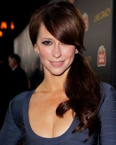 Jennifer Love Hewitt - side ponytail—bangs over eye Jennifer Love Hewitt, Jennifer Connelly, Holiday Hairstyles, Party Hairstyles, Celebrity Hairstyles, Braid Hairstyles, Hair Color Formulas, Teased Hair, Hair Affair