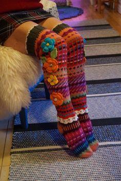 Heippa vaan ystävät!   Jälleen muutamat sukat valmiina joulupukin matkaan! :)   Rakastan tuota minun takkaani kylminä ... Diy Crochet And Knitting, Knit Mittens, Crochet Slippers, Loom Knitting, Knitting Socks, Hand Knitting, Knitting Patterns, Crochet Patterns, Wool Yarn