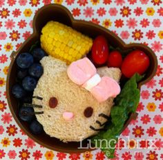 This lady makes clever & healthy bento box lunches for her kid (and has far too much time on her hands).