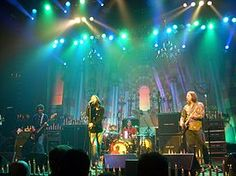 Google Image Result for http://upload.wikimedia.org/wikipedia/commons/thumb/4/40/The_Black_Crowes_Live_at_the_Hammerstein_Ballroom.jpg/275px-The_Black_Crowes_Live_at_the_Hammerstein_Ballroom.jpg