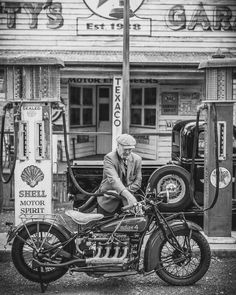 Harley Davidson Events Is for All Harley Davidson Events Happening All Over The world Vintage Motorcycles, Custom Motorcycles, Cars And Motorcycles, Velo Vintage, Vintage Bikes, Harley Davidson, Motos Retro, Scooter Moto, Station Essence
