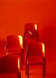 Vico Magistretti, chair Selene, 1968. for Artemide.  © Aldo Ballo and Marirosa Toscani Ballo, Milano. Via arbitare.it