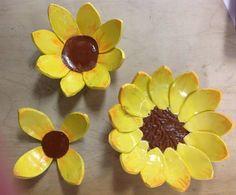 Flower shaped Slab built bowls with under glaze. Hand Built Pottery, Slab Pottery, Ceramic Pottery, Pottery Art, Pottery Bowls, Pottery Ideas, Clay Art Projects, Ceramics Projects, Clay Crafts