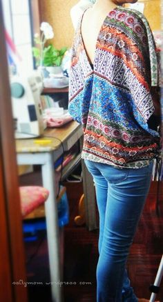 I needed some distraction from sorting all the stuffs in the storage room and made a poncho. I've seen some made from scarfs and it seems like a quick and easy pattern-less project. This is also go...