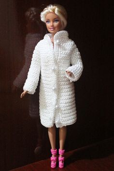 Barbie Clothes, Barbie Dolls, Fashion Clothes, Fashion Outfits, Doll Crafts, Free Crochet, Crocheting, Fur Coat, Crochet Patterns