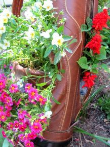 what to do with an old golf bag, flowers, gardening, repurposing upcycling, Just look at all the luscious pockets