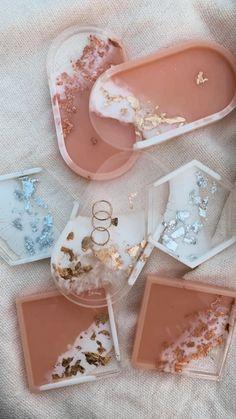 Bijoux by Catherine – BIJOUX Epoxy Resin Art, Diy Resin Art, Diy Resin Crafts, Resin Molds, Jewelry Dish, Resin Jewelry, Geode Jewelry, Diy Resin Projects, Craft Projects