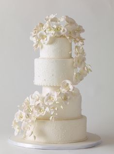 No matter if you prefer elegant, simple, or unique wedding cake designs you will be blown away by our list of amazing wedding cakes.