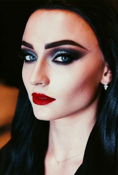 as Morticia Addams for Halloween! as Morticia Addams for Halloween! Morticia Addams Makeup, Morticia Adams, Addams Family Costumes, Family Halloween Costumes, Sophie Turner, Fantasias Halloween, Halloween Makeup Looks, Halloween Halloween, Manicure At Home