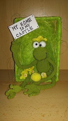 crochet king frog