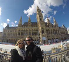 Wiener Rathaus is the City Hall of Vienna constructed from 1872 to 1883 in a Neo-Gothic style. Rathaus é a prefeitura de Viena sua construção começou em 1872 e terminou em 1883... Até o dia 06 de março de 2016 está rolando em frente à prefeitura uma gigantesca pista de patinação no gelo com várias barracas de comidinhas!!!!! Se estiver por aqui não perca!!! #sofiaeigorpelomundo #nofilter #goprohero4 #instagood #instamood #instatravel #wien #vienna #rathaus #landscape #landscapephotography…