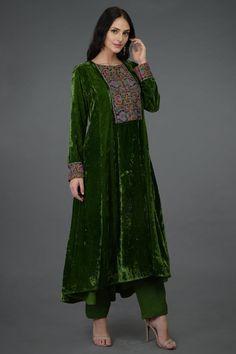 Moss Green Kashmiri Kashidakari Hand Embroidered Kurta Set Fancy Dress Design, Stylish Dress Designs, Designs For Dresses, Pakistani Fashion Casual, Pakistani Dresses Casual, Ethnic Fashion, Velvet Pakistani Dress, Pakistani Dress Design, Stylish Dresses For Girls