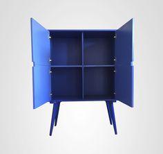 Esse Bufê Bar com dois tons de azul é maravilhoso e se destaca no ambiente.Pode ser comprado no site www.movemovel.com.br