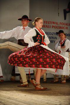Cy wy mnie muzycy (Polish folk song from Żywiec Beskids) Polish Folk Art, Folk Dance, Folk Costume, Dance Costumes, Songs, Dancers, Spin, Face, Videos