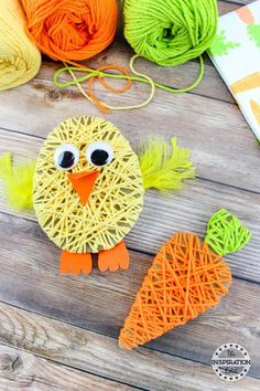 Easter Chick Yarn Kunstprojekt · The Inspiration Edit - Easter Chick Yarn Craf. - Easter Chick Yarn Kunstprojekt · The Inspiration Edit – Easter Chick Yarn Craft – Tutorial zu - basteln kindergarten Yarn Crafts For Kids, Easter Arts And Crafts, Bunny Crafts, Spring Crafts, Toddler Crafts, Holiday Crafts, Kids Diy, Easy Crafts, Crafts For Children