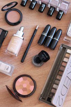 Heute zeige ich euch auf meinem Beautyblog meine Top 10 Herbst Makeup Produkte. Von Foundation über Bronzer bis hin zu Nagellack ist alles dabei.