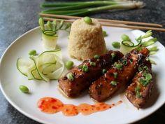 Oppskrift på asiatisk torsk med chilli og ingefær Sashimi, Chicken Wings, Zucchini, Chili, Sausage, Protein, Meat, Food, Chile