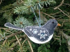 Wool Felt Bird Ornament/ Wool Junco Ornament/ Embroidered Junco/ Gray Bird Ornament/ Embroidered Bird Ornament/ Felt Ornament This gray junco bird ornament will make a special gift for bird lovers everywhere. Approximate size is 5 long x 2 tall x 1 wide. Felt Christmas Decorations, Christmas Bird, Felt Christmas Ornaments, Christmas Sewing, Christmas Crafts, Homemade Christmas, Bird Crafts, Felt Crafts, Embroidered Bird