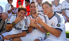 football in frames #Sergio Ramos #Gonzalo Higuain #Mesut Ozil
