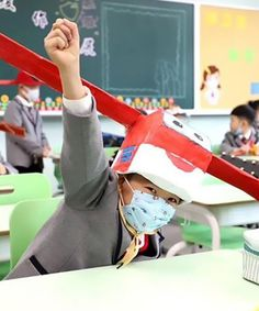 schoolchildren in china make creative social-distancing hats inspired by ancient headwear We Are Teachers, Teachers Aide, Italian Language, Korean Language, Japanese Language, Classroom Procedures, Classroom Management, Spanish Lessons, Art Lessons