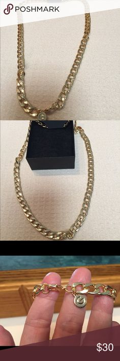 "GUESS FIGORO GOLD CHAIN 22"" NWT MENS EXTREMELY NICE 👍 NEW WITHOUT TAGS MENS GOLD FIGORO GUESS CHAIN VERY GOOD QUALITY CHUNKY STYLE GOLD PLATED 18k Guess Jewelry Necklaces"