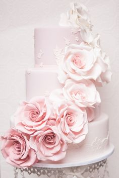Tartas de boda - Wedding Cake - Stunning pastel pink wedding cake with cascading ombre roses Beautiful Wedding Cakes, Gorgeous Cakes, Pretty Cakes, Amazing Cakes, Pastel Pink Weddings, Wedding Pastel, Floral Wedding, Lace Wedding, Wedding Blush
