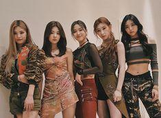 Kpop Girl Groups, Korean Girl Groups, Kpop Girls, New Girl, Your Girl, Foto Bts, K Pop, Hyuna, Maker