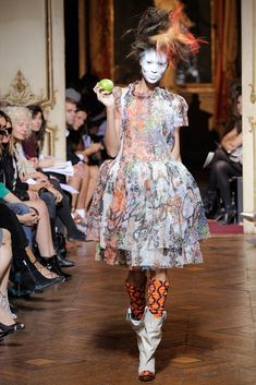 See the complete Andreas Kronthaler for Vivienne Westwood Spring 2010 Ready-to-Wear collection.