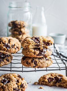 Peanut butter, crunchy cornflakes and dark chocolate chunks make these cookies extremely addictive.