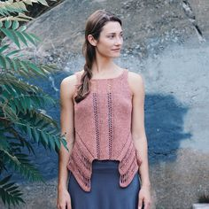 Good morning! We'll be sharing the new lovelies from Norah Gaughan's new book Framework: Ten Architectural Knits throughout the week. Here's Annex - shown here in Kestrel Sand. Like all of the pieces in the book this top is unconventionally constructed and such fun to knit - perfect for new and seasoned adventurers alike. Preorder your copy of Framework through our profile link and download the ebook immediately. #norahgaughan #quinceframework #quinceandco