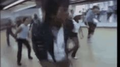 Lo has visto? Este video muestra a Michael Jackson ensayando para el video de Thriller